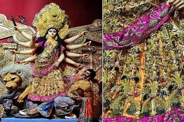 कोलकाता में मां दुर्गा को पहनाई 6.5 करोड़ रुपए की साड़ी