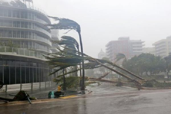 इरमा तूफान: तूफान आए या बाढ़, 24 घंटे में काम पर लौटना होगा वर्ना…