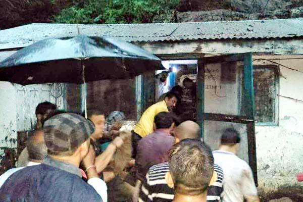 दर्दनाक हादसा : सरकारी क्वार्टरों पर गिरा मलबा, 4 साल की मासूम को मिली खौफनाक मौत