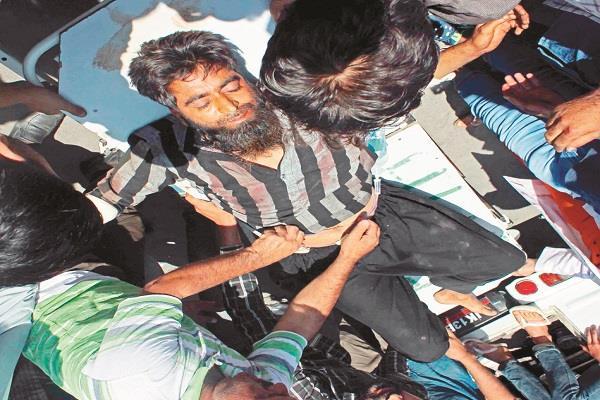जम्मू-कश्मीर: मंत्री के काफिले पर आतंकी हमला, 3 लोगों की मौत