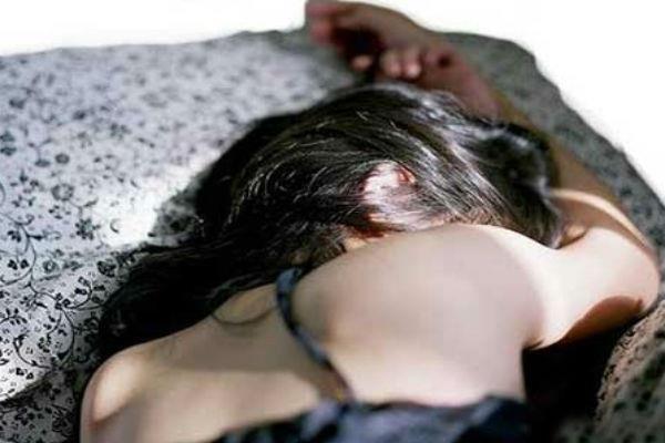 लिफ्ट देने के बहाने 3 साथियों संग लूटी महिला की अस्मत