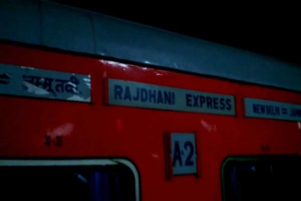 जम्मू-नई दिल्ली राजधानी एक्सप्रेस पटरी से उतरी, कोई हताहत नहीं