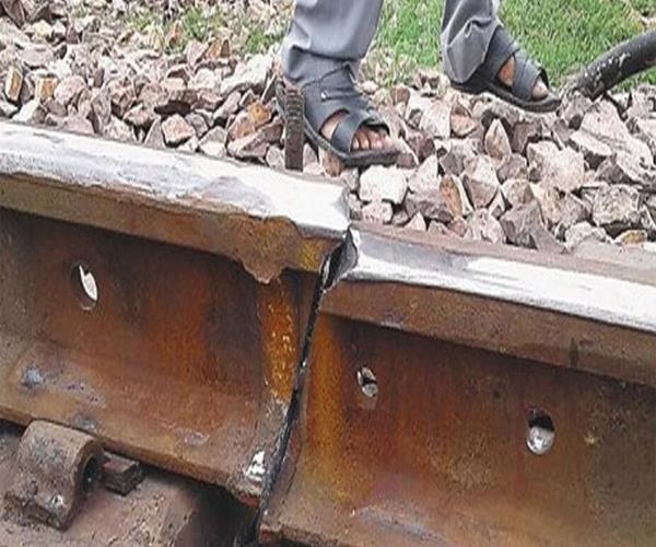 दिल्ली हावड़ा रेलमार्ग पर इटावा में फिर टूटी रेल पटरी, टला बड़ा हादसा