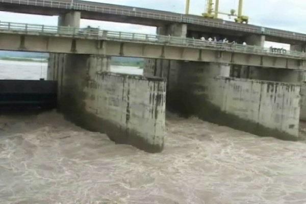 हथिनी कुंड में बढ़ा पानी का लेवल, अगले घंटों तक कई जिलोंमें नुकसान की आशंका