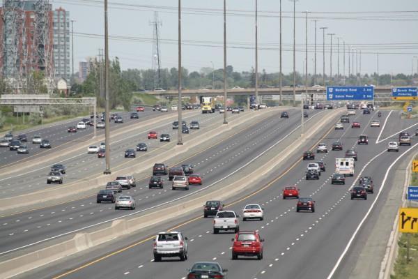 राष्ट्रीय राजमार्गों के किनारे बने अवैध ढाबे, कारखाने बंद किए जाएं: NHAI