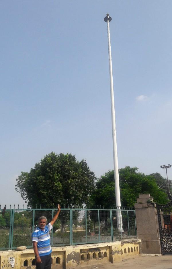 बी.एंड आर. और नगर निगम की लड़ाई में शाही शहर में राष्ट्रीय ध्वज हुआ गायब