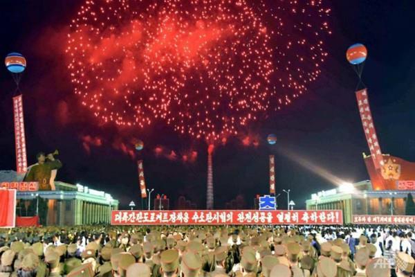 उ कोरिया ने वैज्ञानिकों के लिए मनाया जश्न