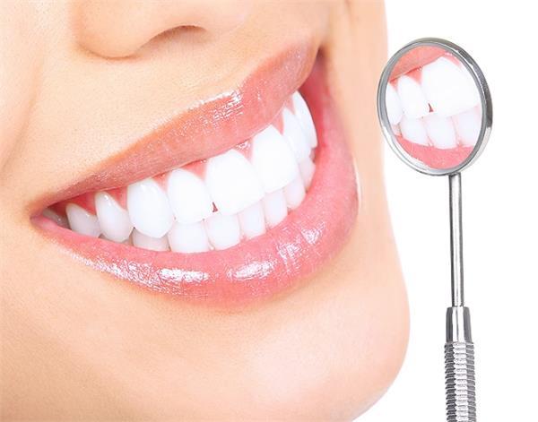 चमकदार और मजबूत दांतों के लिए अपनाएं ये आसान तरीके