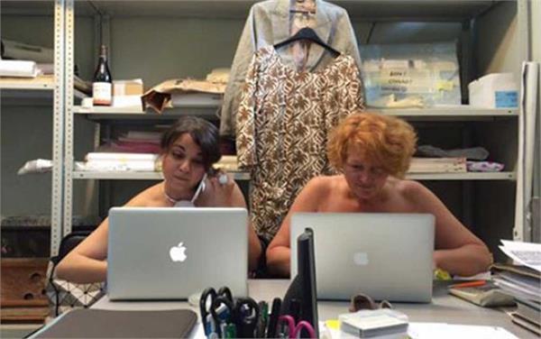 बाप रे! इस ऑफिस में लोग बिना कपड़ों के करते हैं काम