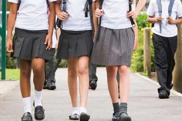 ब्रिटेन में एक स्कूल ने लगाई स्कर्ट पहनने पर पाबंदी, जाने क्या हैं वजह