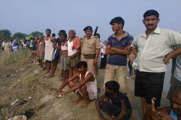 गंगा में एक ही परिवार के छह सदस्य डूबे, चार के शव बरामद