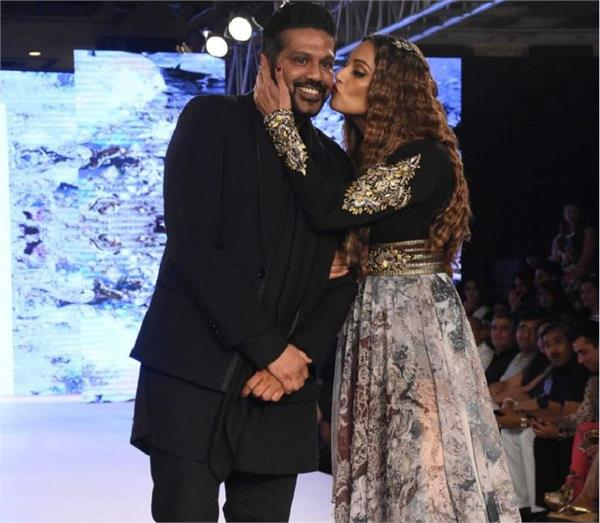 bipasha basu at bombay fashion week 2017