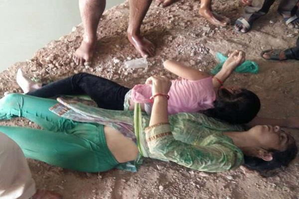 बच्ची को कमर पर चुन्नी से बांध नहर में कूदी मां, दोनों की मौत