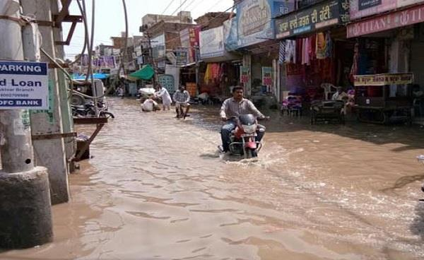 1 घंटे की बारिश से शहर पूरी तरह हुआ जल-थल
