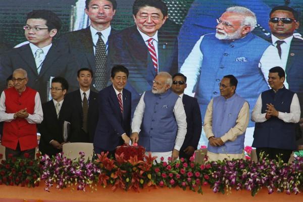 बुलेट ट्रेन फाउंडेशन: शिंजो बोले-'जय इंडिया जय जापान', मोदी ने आबे को बताया 'बेस्ट फ्रैंड'