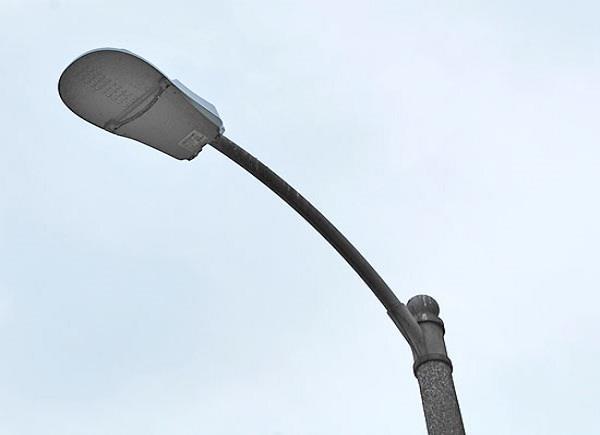 स्ट्रीट लाइटें बंद होने के कारण लोगों को आ रही है दिक्कत,कभी भी हो सकती है अनहोनी