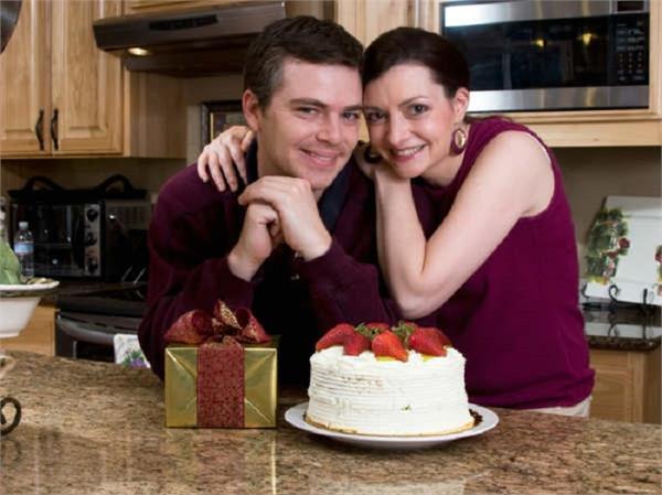 शादी की सालगिराह को ऐसे बनाएं रोमांटिक और यादगार