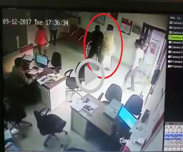 CCTV में कैद हुई पूर्व सभासद की गुंडई, बैंक में घुसकर गार्ड को पीटा