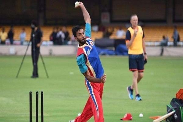 VIDEO: दुनिया हिला देगा ये भारतीय गेंदबाज, इसके हुनर के आगे सब फीके