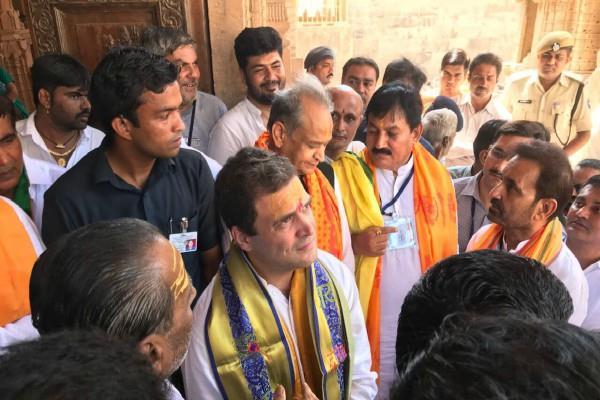 मिशन गुजरात: रोड शो में राहुल गांधी का मोदी पर निशाना, अब तक कितनों को दी नौकरी