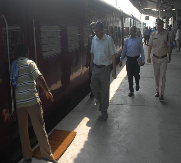 रेल ट्रैक की वीडियो वायरल होने के बाद रेलवे अधिकारी हुए अलर्ट