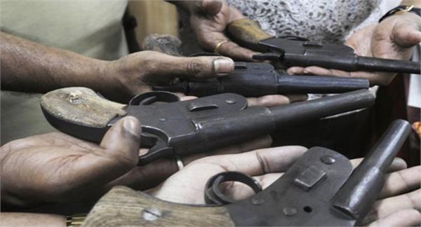 अवैध हथियार दिलाने के नैटवर्क का पर्दाफाश,J&K से जुड़े थे तार