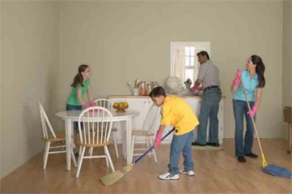 त्योहार आने से पहले इस तरह करें घर की साफ-सफाई