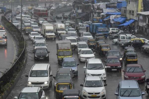 अब दिल्ली की सड़कों पर नहीं दौड़ेंगे पुराने वाहन, NGT ने लगाई रोक
