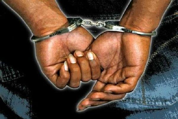 महिला से छेड़छाड़ के आरोप में तांत्रिक व उसके 3 सहयोगी गिरफ्तार