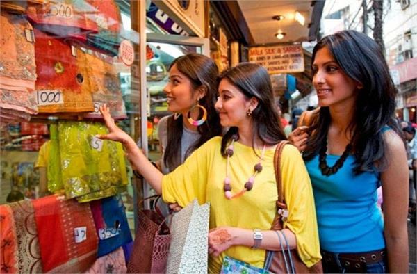 Shopping के दाैरान मोलभाव के ये नुस्खे अपनाते हैं भारतीय!
