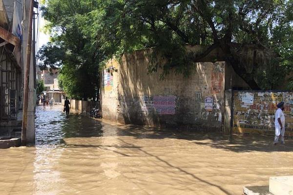 सीवरेज के कुप्रबंधो के कारण इस शहर की हालत खस्ता, लोगों को आ रही कई परेशानियां