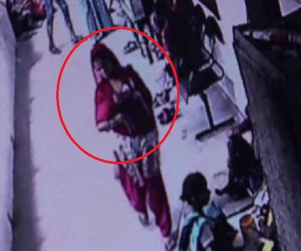 CCTV में कैद हुई शातिर महिला की करतूत, अस्पताल में वारदात को यूं दिया अंजाम