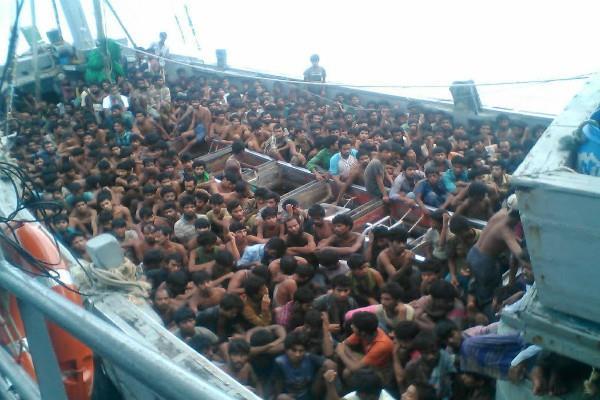 रोहिंग्याओं को बंजर टापू पर बसाने की तैयारी में बांग्लादेश