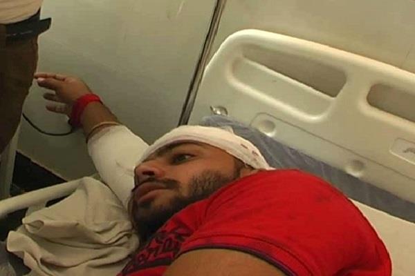 काॅलेज की सुरक्षा में बड़ी चूक, हथियारबंद युवकों ने छात्रों पर किया जानलेवा हमला