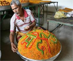 PM मोदी के B'day को यादगार बनाने के लिए बंटेगा 1500 KG का लड्डू