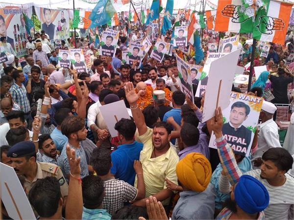 PICS: शिंदे के सामने पार्टी कार्यकर्ताओं का शक्ति प्रदर्शन, नारेबाजी से भड़के सुक्खू