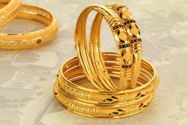 सोना लुढ़का, चांदी की कीमतों ने लगाई छलांग