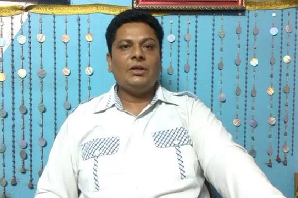 'डेरा में कैद हुए नेताओं के 'राज' ने थाम रखे हैं सेना के पांव'