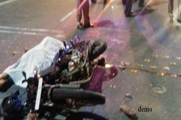 बाइक व ट्रक की टक्कर में 2 की मौत