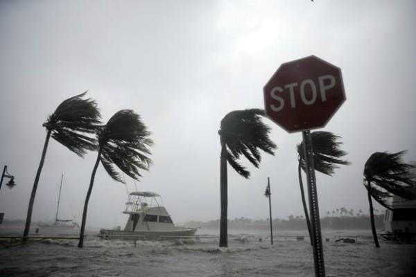 फ्लोरिडा : 'इरमा' चक्रवात हुआ कमजोर, लेकिन खतरा अब भी बरकरार