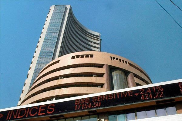 शेयर बाजार में भारी गिरावट, सैंसेक्स 447 अंक गिरकर बंद