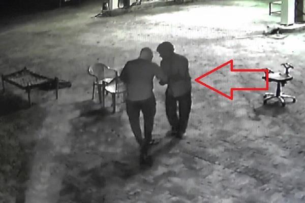 गन प्वाइंट पर नकाबपोश बदमाशों ने पैट्रोल पंप पर की लूट, वारदात CCTV में कैद