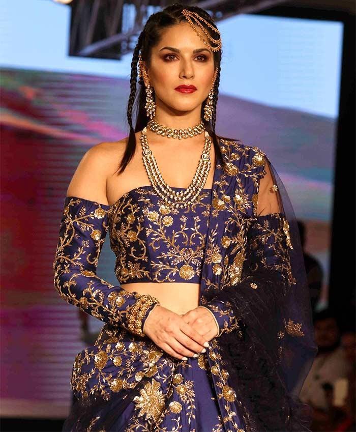 BT Fashion week: ब्लू लहंगे में Sunny Leone ने दिखाया अपना अनोखा लुक