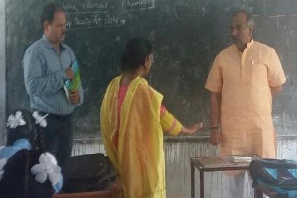 इस गल्ती के चलते शिक्षा मंत्री का सोशल मीडिया पर बना मजाक, वीडियो वायरल
