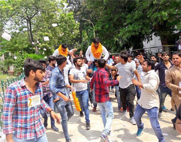 DUSU चुनाव: ABVP को पछाड़ 4 साल बाद NSUI की वापसी, राहुल गांधी ने दी बधाई