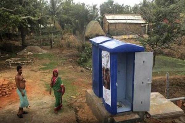 खुले में शौच जाना एक परिवार को पड़ा महंगा, लगा 75,000 रुपये का जुर्माना