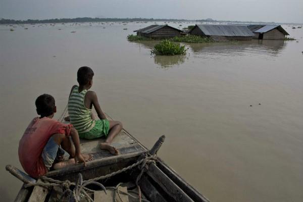 बिहार बाढ़ राहत कोषः तेल एवं गैस कंपनियों ने जमा किए 15 करोड़ रुपए