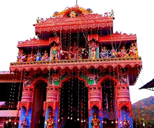 PICS: इस मंदिर में है अद्भुत शक्ति, मां की प्रतिमा को पसीना आने पर पूरी होती है मन्नत