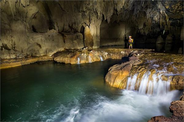 वर्ल्ड की यह सबसे बड़ी गुफा बसी है 490 फुट जमीन के नीचे