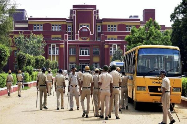 प्रद्युम्न हत्याकांड: पुलिस ने स्कूल प्रबंधन के 2 लोगों को किया गिरफ्तार